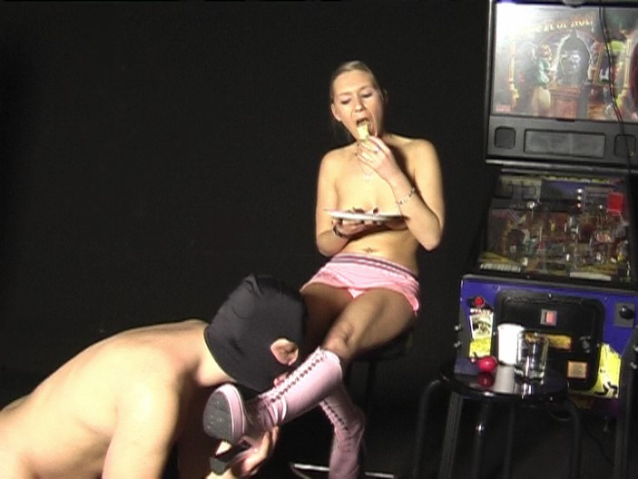 peeing-ladies.com - movie update - Princess Sheryl 1