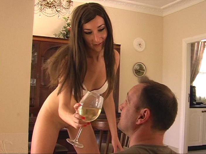 peeing-ladies.com - movie update - 20 Times to Spit