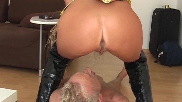 peeing-ladies.com - movie update - Lady Violent is Peeing