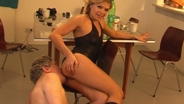 peeing-ladies.com - movie update - Miss Alysha and the Asslicking Slave