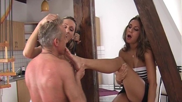 peeing-ladies.com - movie update - Peeing Ladies Have Fun 2