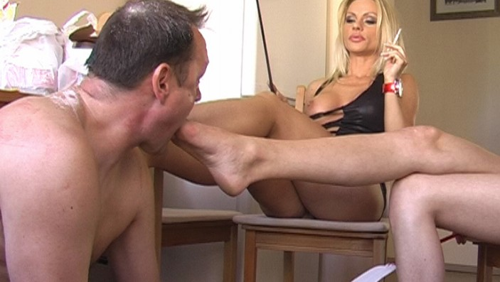 peeing-ladies.com - movie update - Piss for the Looser 1