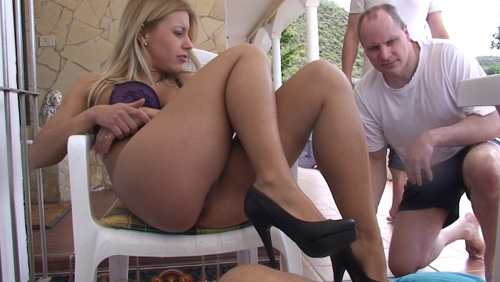 peeing-ladies.com - movie update - Princess Nikkis Slaves