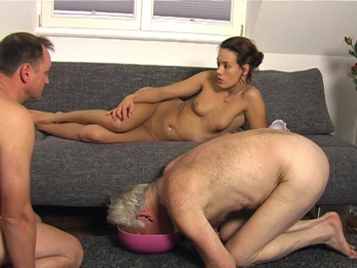 peeing-ladies.com - movie update - Shy Lady Pisses